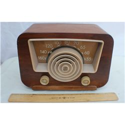 M/W Table top Wood Case Radio