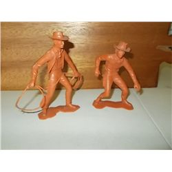 2 vintage Louis Marx cowboy figures - A gunfighter