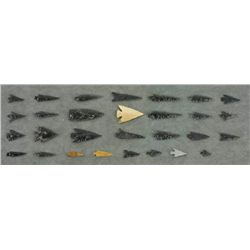- Prehistoric Arrowheads (171 items/3 trays)