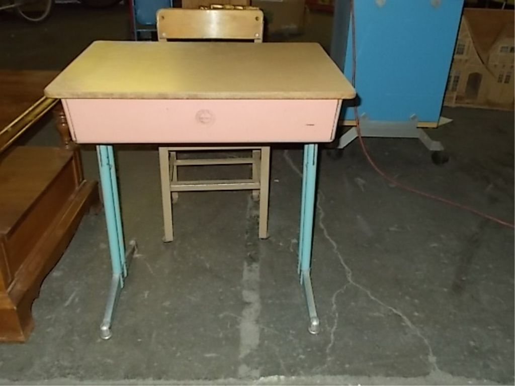 ... Image 2 : Pink Child School Desk & Chair 1950's ... - Pink Child School Desk & Chair 1950's