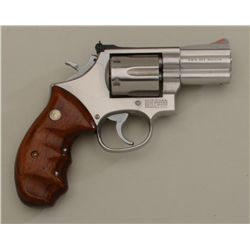 "Smith & Wesson Model 686 DA revolver, .357  Magnum cal., 2-1/2"" barrel, stainless steel,  finger gro"