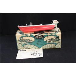FLEET LINE BATTERY BOAT - W/ ORIG. BOX & MOTOR - 14""