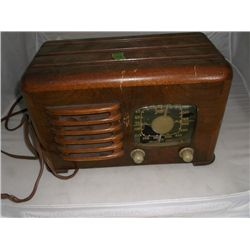 "Antique Zenith Radio 12"" x 7"" x 8"" tracking 322"