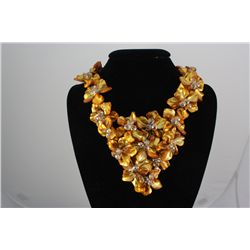 1434CTW 16  CHUNKY AMBER MOTHER OF PEARL NECKLACE METAL