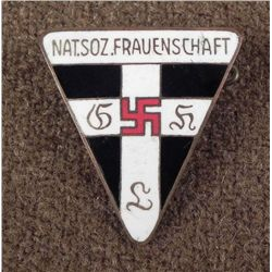 NICE ORIG NAZI NATSOZ FRAUENSCHAFT MEMBERS BADGE M1-92