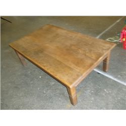 1970 early 80s large coffee table measures app. 29x8x16 inch tall