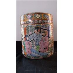 Chinese porcelain lidded jar with elaborate scenic Chinese porcelain lidded jar with elaborate sceni