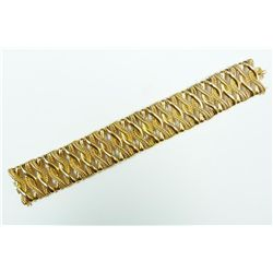 AN 18K YELLOW GOLD RIBBON BRACELET