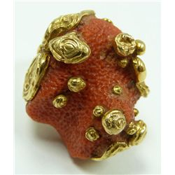 A CARTIER LADIES 18K YELLOW GOLD CORAL RING