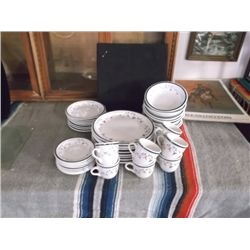 39 Piece Tienshan Stone Ware Dish Set Is microwave  & dishwasher safe oven to table  Napoli pattern