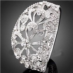 GT0522120051 Gorgeous Floral Style Crystal Bangle Brace