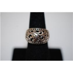 Sterling Silver Ring Size 7 With Swirled Pattern; .925 Silver; EST. $10-15