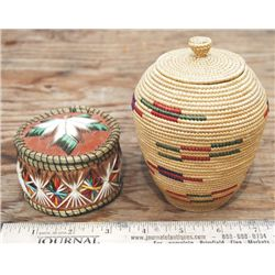 2 lidded baskets
