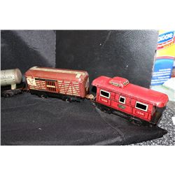 8 PC. TRAIN SET - NO NAME - METAL - CABOOSE & TANKER MISSING WHEELS