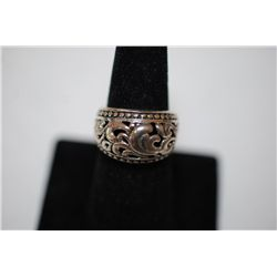 Sterling Silver Ring Size 6.5 With Swirled Leaf Design; .925 Silver; EST. $15-25
