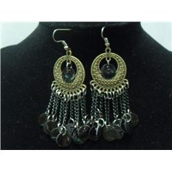 ANCIENT BLACK SHELL CHAINED DANGLING EARRINGS; METAL; S