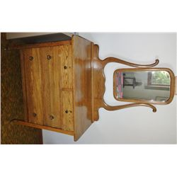 Oak dresser, 4-drawer w/ mirror