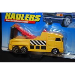 1998 Mattel Hot Wheels Inc. Haulers Over The Road Power Trucks! Large Vehicle Tow Truck; EST. $10-25