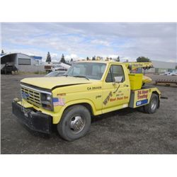 1983 Ford F350 S/A Tow Truck