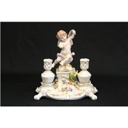 Porcelain candle holder with 2 candle holders