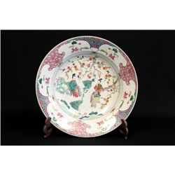Large Porcelain famille Rose charger plate