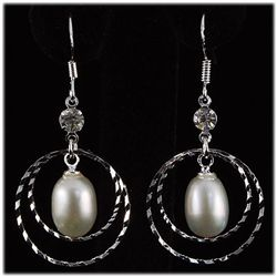 Natural 3.50g Pearl Dangling Sterling Silver Earring