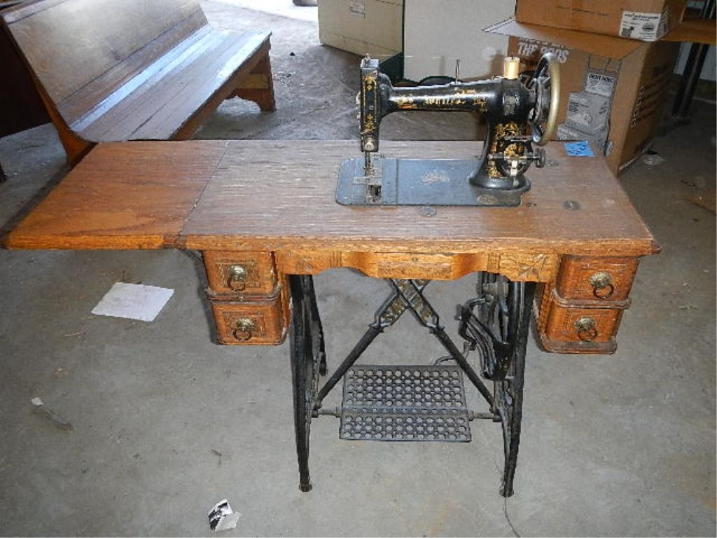 antique white sewing machine and cabinet rh icollector com white sewing machine cabinets early 1900 white sewing machine cabinet