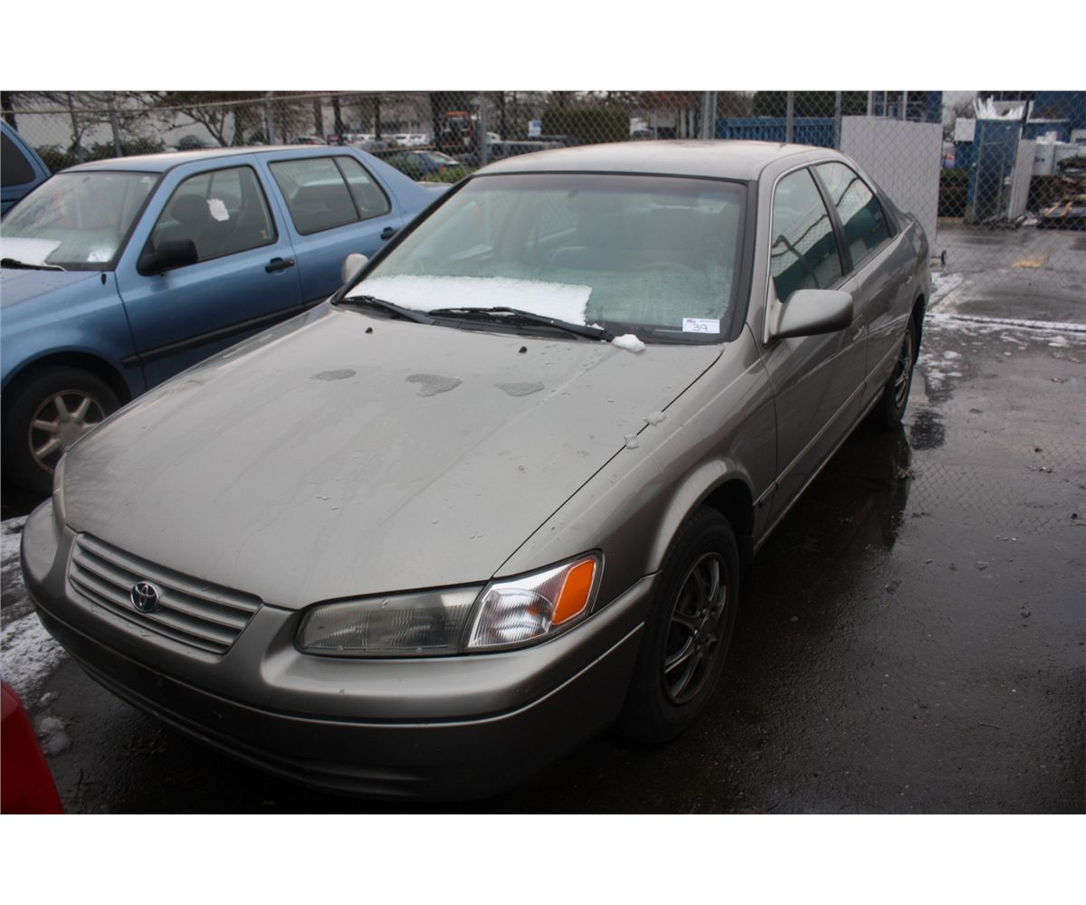 1997 grey toyota camry le 4dr sdn 271 923km gas able. Black Bedroom Furniture Sets. Home Design Ideas