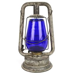 Wire ring bottom railroad lantern