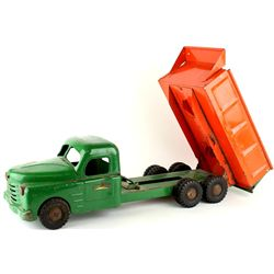 Vintage Structo press tin dump truck