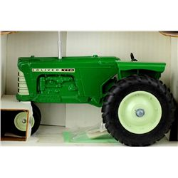 1/16 scale Oliver 770 farm toy collectors edition