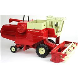 1/24 scale 1960's International Combine