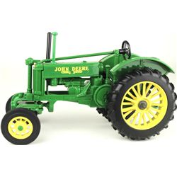 1/16 scale John Deer toy farm tractor