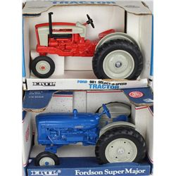 Collection of 2 farm toys 1/16 scale includes