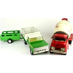 Collection of 2 includes Nylint Farms truck and