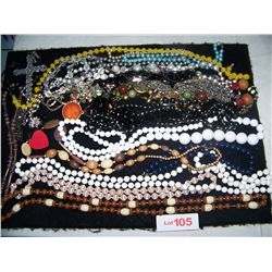 LARGE WHOLESALE LOT OF ASSORTED FASHION JEWELRY NECKLACES , SOME VINTAGE