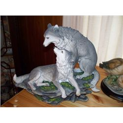 FIGURINE - WOLVES