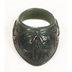 A MUGHAL JADE ARCHER'S RING