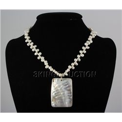 "212.03CTW 18"" WHITE FRESHWATER CAPIZ PENDANT/MOTHER OF"