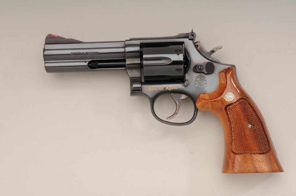 Image 3 Presentation Smith Wesson Model 586 DA Revolver In Wood And Glass Display