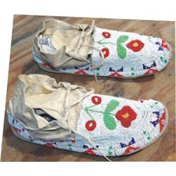 beaded Lakonta moccasins