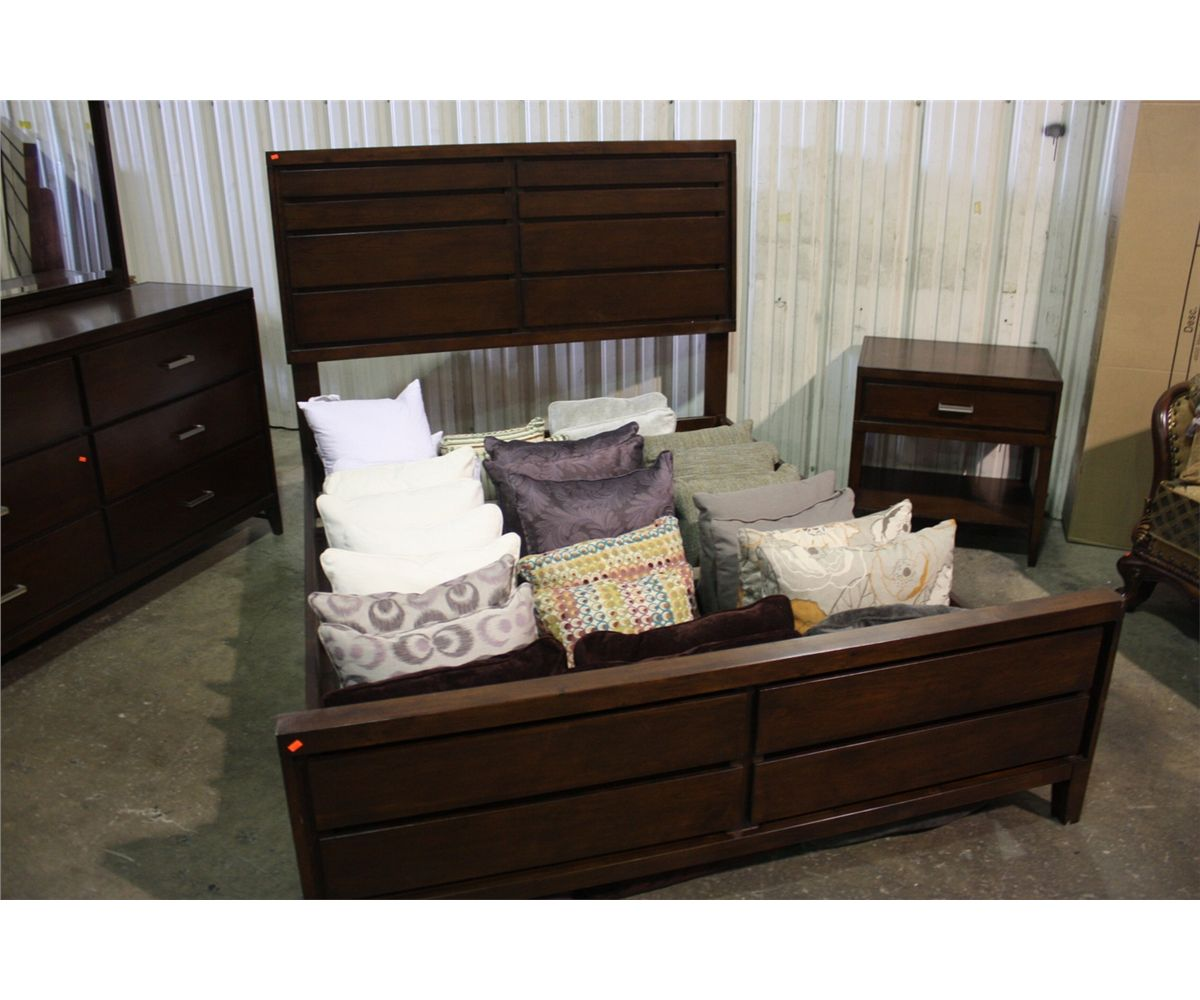 5 PIECE CHERRY QUEEN BEDROOM SUITE