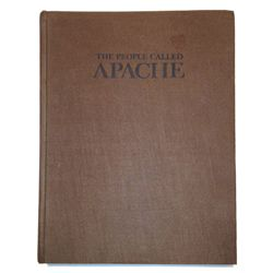 who is the people call apache The name 'apache' is a word the spanish used to describe them, and it means 'enemy' the apache had many other names for themselves, including 'inde,' which means 'the people.