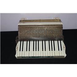 HORNER FULL-SIZE ACCORDION CREAM BLACK AND CHROME WITH