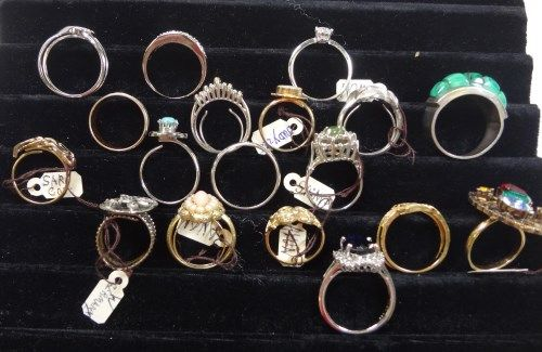 ... Image 4 : Vintage Lot of Costume Jewelry Rings, Some signed Avon, W.