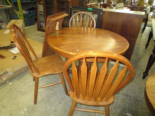 Hamilton Spill round kitchen table 3 chairs