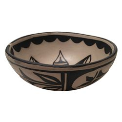 Santo Domingo Pottery Bowl - Robert Tenorio