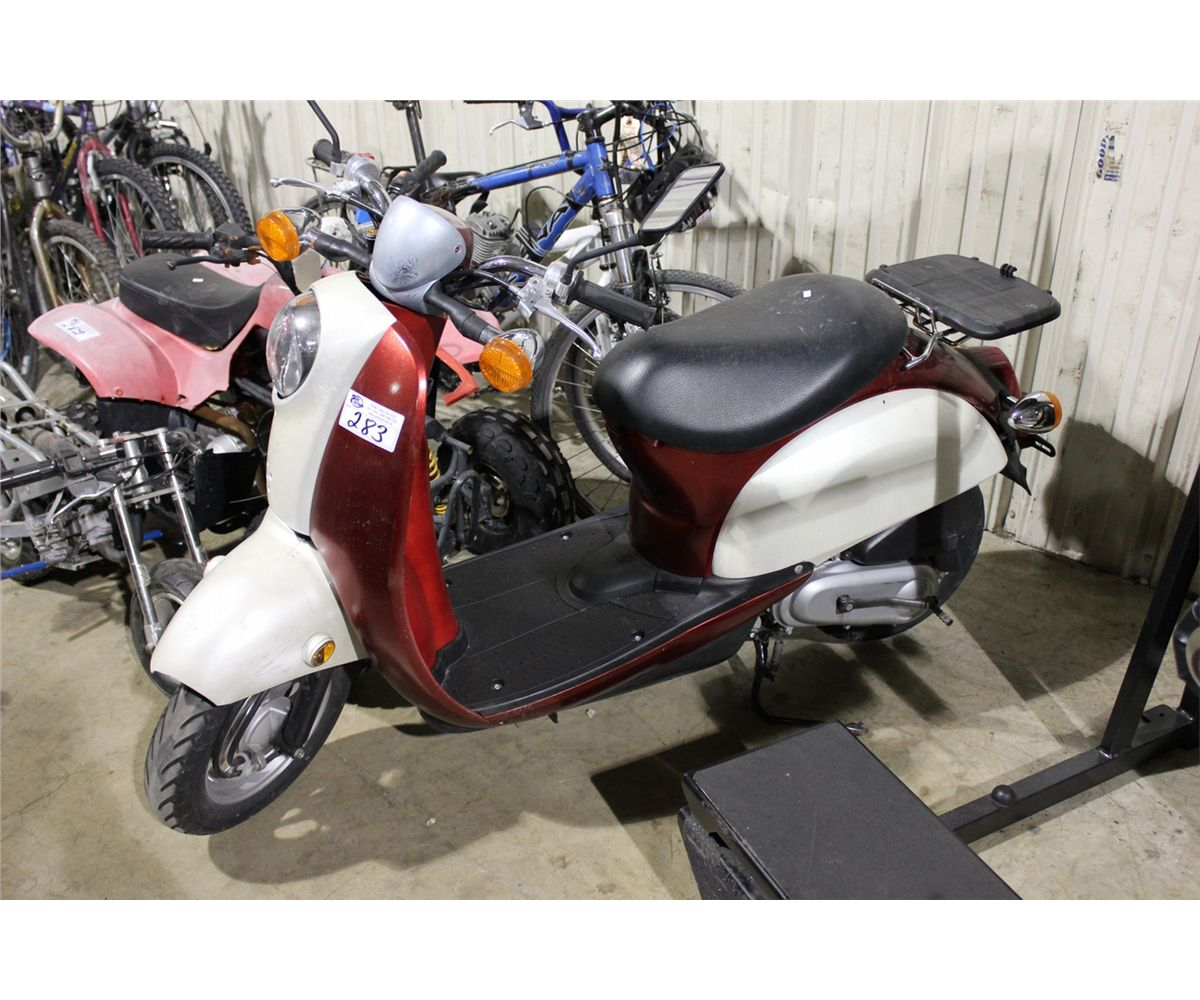 red honda gas powered vespa style scooter able auctions. Black Bedroom Furniture Sets. Home Design Ideas