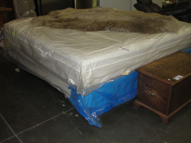 KING SIZE MEMORY FOAM MATTRESS AND BOXSPRING SET Able