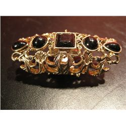 COSTUME JEWELRY BLACK RINESTONE FASHSION RING GOLD TONE